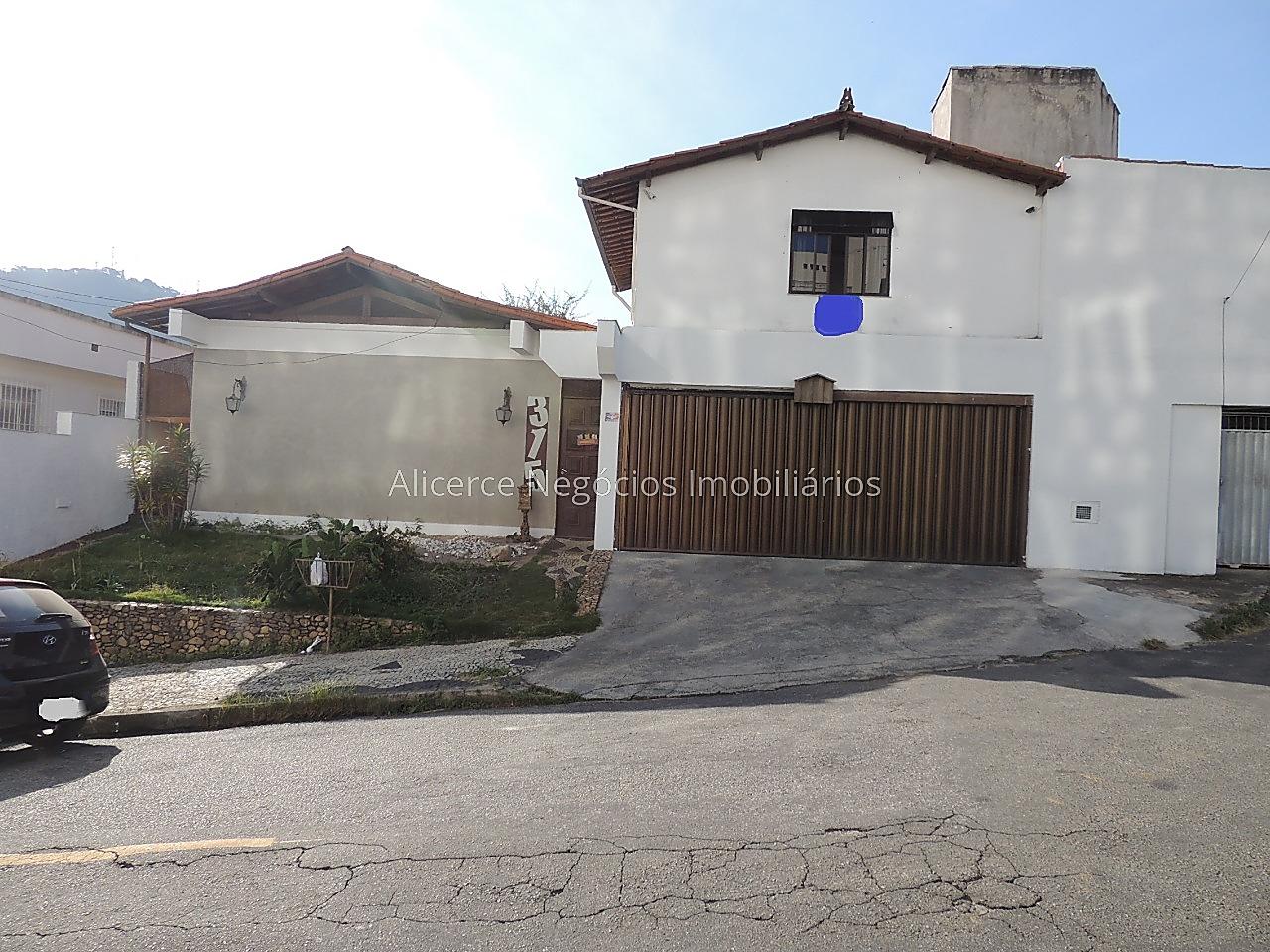 Ref.: 6109 - Venha morar no conforto de uma casa e na praticidade de um bairro central!!